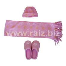 Conjunto de bufanda y pantuflas impresas