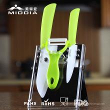 L'ensemble d'outils de cuisine pour couteaux en céramique et éplucheur comme ustensiles de cuisine