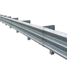 Fahrbahnsicherheit mit Balken aus Stahl