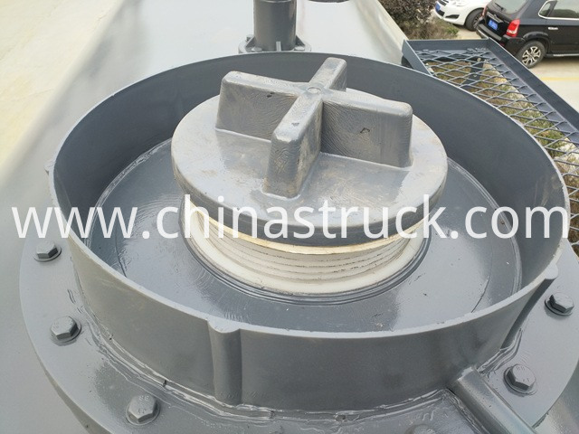 20FT ISO Hydrochloric Acid Tank Container plastic manhole picture
