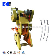 Stacheldrahtmaschinerie der Stacheldrahtradiermaschine / Rasiermesserstacheldraht, der Maschine herstellt