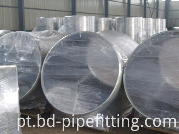 Alloy pipe fitting (110)