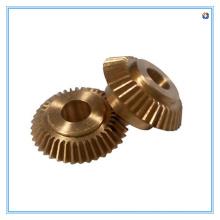 Parte fazendo à máquina do CNC para a engrenagem cónica de bronze