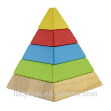 Brinquedo empilhador de madeira em cores do arco-íris