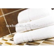 Serviette de toilette 100% coton à rayures blanches