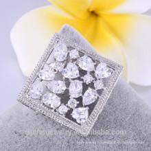 Broche forme carrée broche blanche avec cristal pas cher prix 2018