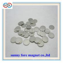 небольшие круглые коробки и упаковки магнит
