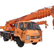 O caminhão hidráulico pequeno de 8 toneladas montou o guindaste