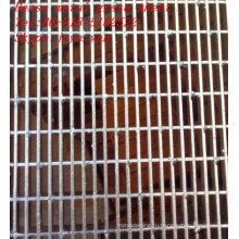 Плотный лист металлической решеткой