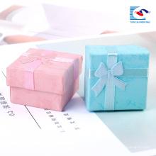 Precio barato anillo de joyería embalaje caja de papel a granel al por mayor pequeñas cajas de regalo al por menor
