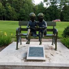 Garten Dekoration Skulptur Metall Handwerk Kinder Skulptur Bronze auf Bank