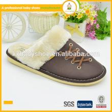 Chaussures chauds d'hiver chaudes en hiver