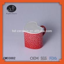 OEM Forme en forme de coeur rouge en céramique Mug en grès, en forme de coeur Fournisseur de tasses en céramique