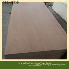 Contrachapado comercial con chapa de madera dura