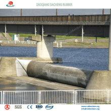 Agua y aire llenaron la presa de goma inflable para la protección contra inundaciones