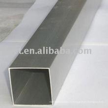 tubes carrés en aluminium