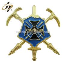 Las insignias suaves cruzadas de encargo de encargo de la solapa del esmalte del precio de fábrica badges para las ventas