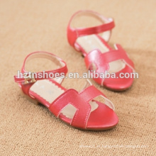 O verão chique das sandálias das meninas chiques caçoa sapatas sandálias