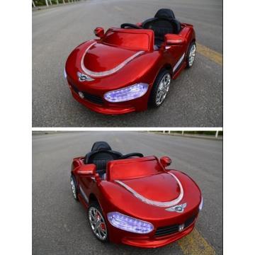 Paseo de los niños del coche eléctrico de Masarati en regalo de la Navidad de los niños