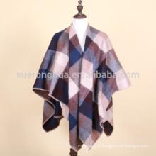 Padrão xadrez de cordeiro de lã e capa de poliéster para o inverno