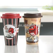 doppelwandiger Keramik-Becher mit Silikondeckel