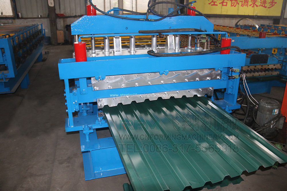 Corrugated roof panel cold roll forming machine