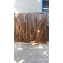 Puertas interiores de madera maciza negra sin acabado.