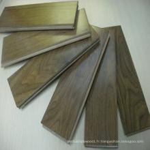 Plancher de bois franc en noyer américain massif préfini