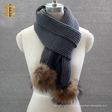 Модная шерстяная женщина или мужские шарфы с шарфом вязального шарфа с меховым шаром