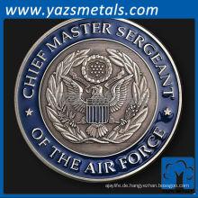 fertige Metallmünze an, die Münze des Luftwaffenkommandanten