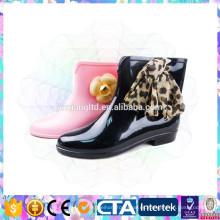 Modernas botas de lluvia brillante media para las mujeres