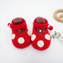 Zapatos de ganchillo recién nacidos que hacen punto preciosos