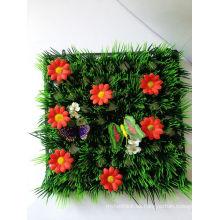 Alfombra de hierba artificial de la decoración del material del PE con las mariquitas y las flores