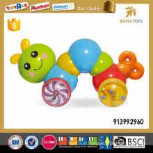 A venda quente brinca para a lagarta plástica dos miúdos