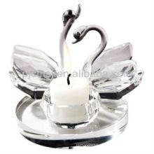 Bougeoir en cristal transparent avec des cygnes pour les faveurs de mariage