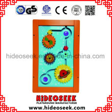 Placa de jogo de madeira da parede funcional para o quarto de classe