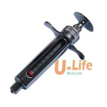 Металлический шприц для использования в ветеринарии