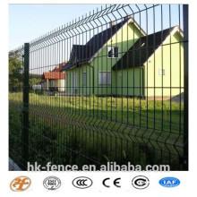 Galvanisierter + PVC-Dip-überzogener geschweißter Maschendraht-Zaun mit PVC-Spraypfosten