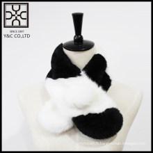 Écharpe en fourrure noir et blanc propre