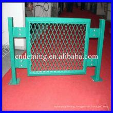 Decorative galvanized wire mesh fence