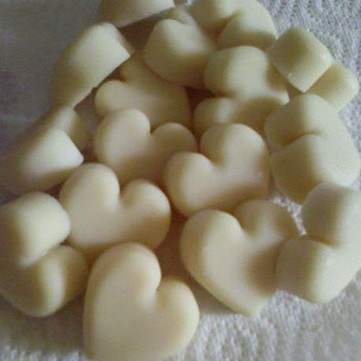 scented wax melt pieces with heart shape