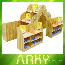 Cabinet en bois de maternelle