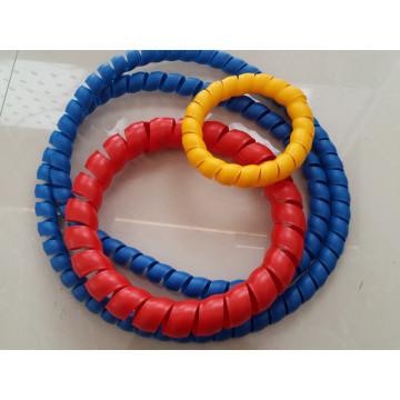 Пластиковый протектор для резинового шланга