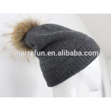 bonnet en cachemire hiver double couche avec des pompons de fourrure de raton laveur