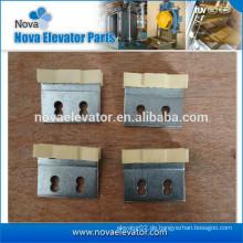 Aufzugstürschuh mit Metallteilen