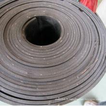 Feuille de caoutchouc insérée en tissu de nylon