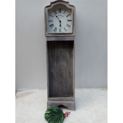 Reloj de madera antiguo largo