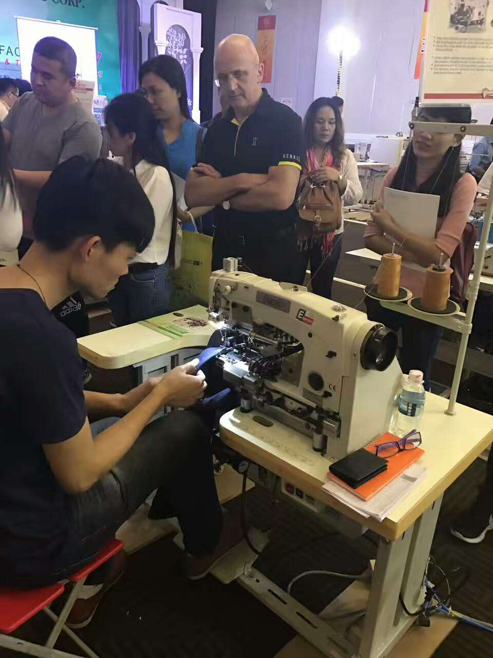 Overlock Stitch Machine