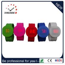 2015 Новый стиль Wristband раунд Slap светодиодные часы (DC-1060)