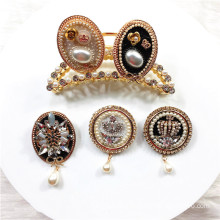 Round Crown Brooch for Women Girl Coat Apparel Accessories Zircon Euro American Badge Fashion Jewelry Handmade Wholesale Gift